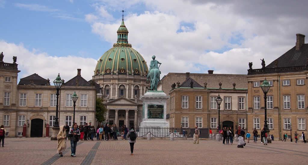 Bezienswaardigheden Kopenhagen: Amalienborg | Mooistestedentrips.nl