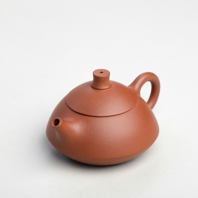 "YiXing ""He Dou"" TeaPot Capacity Around 120CC ""Qing Shui Ni"" Mud"