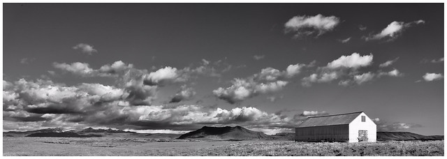 Terre islandaise  - version panoramique en n&b