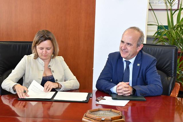 La UNED y el Consejo General de Colegios de Educadoras y Educadores Sociales firman un convenio