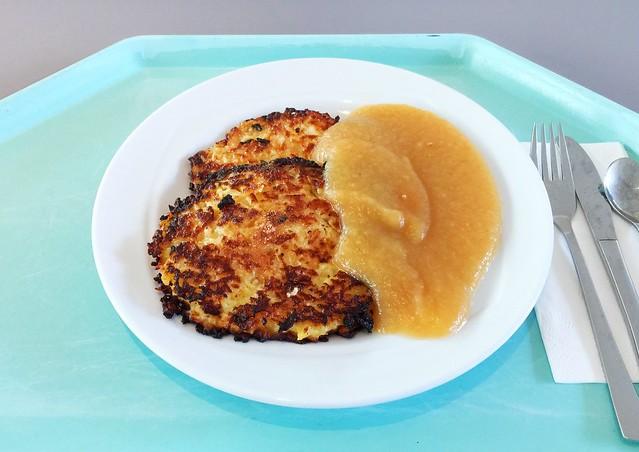 Homemmade potato pancakes with apple puree / Hausgemachte Reiberdatschi mit Apfelmus