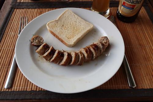 Käsebratwurst mit Toast