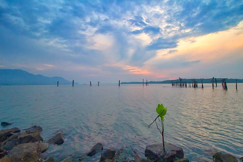 sunrise morning seascape waterfront coastline lumut perak malaysia travel place trip cloud sea sky canon eos700d canoneos700d canonlens 10mm18mm wideangle
