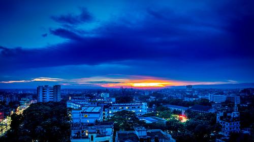 bangladesh sylhet beauty beautiful nature sunset sky cloud blue building skyscraper landscape city cityscape urban town somc somch sony a7iii alpha tamron 2875 f28 di iii rxd yellow orange evening afternoon dusk mag osmani medical college hospital nightscape campus street light