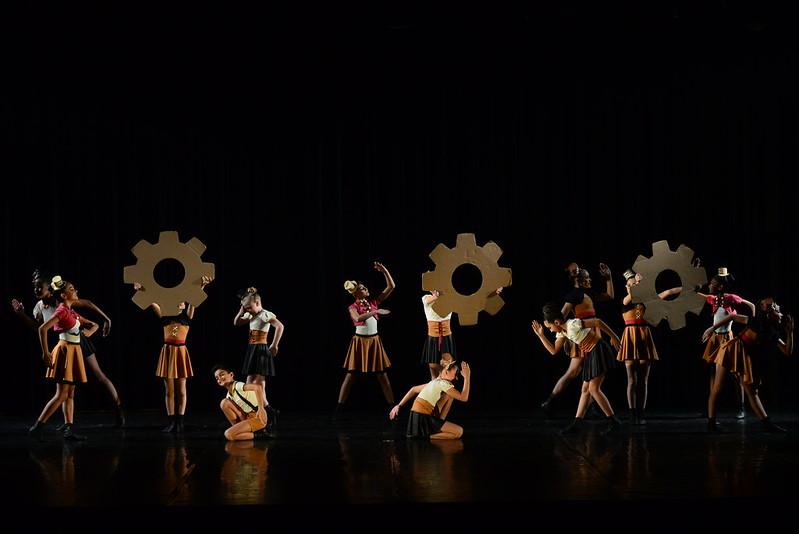 JAZZ - CONJUNTO – INFANTIL 2° Lugar MOVIMENTO ARTÍSTICO PATRICIA DALCHAU - SC – BRASIL Fotos Nilson Bastian