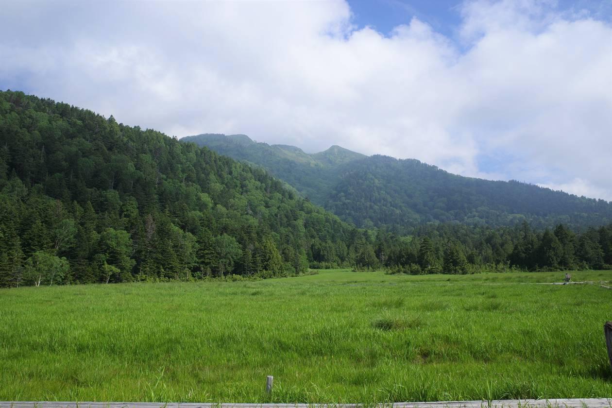 沼尻から見上げる燧ヶ岳