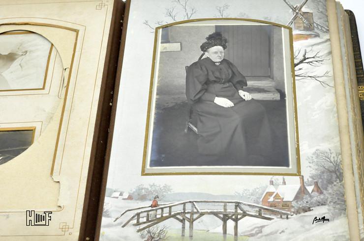 _DSC9123 Álbum em couro com 26 CDV's e 11 Cabinets