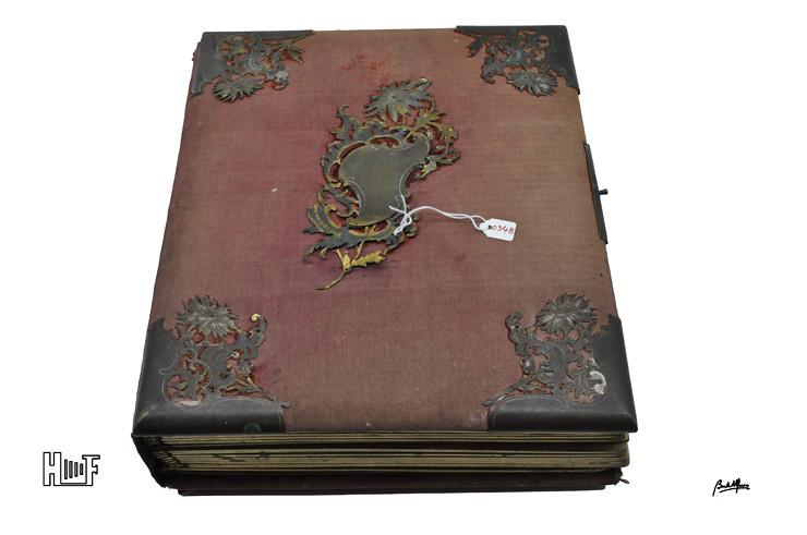 _DSC9135a Álbum em tecido com aplicações em metal - 42 CDV's, 6 Cabinets e 10 fotografias