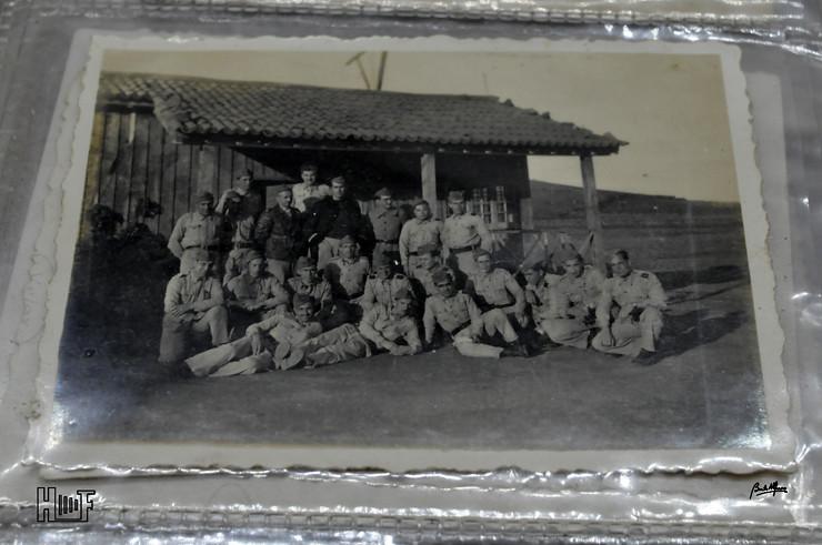 _DSC9155 Álbum em capa de argolas com 655 fotografias e mini-postais a preto e branco