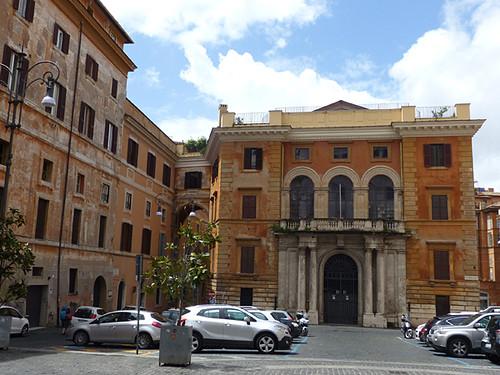 façade rouge de Rome