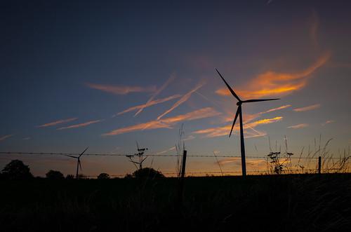 sunset sun goldenhour sky landscape beautifulsky couchédesoleil eolienne windpower