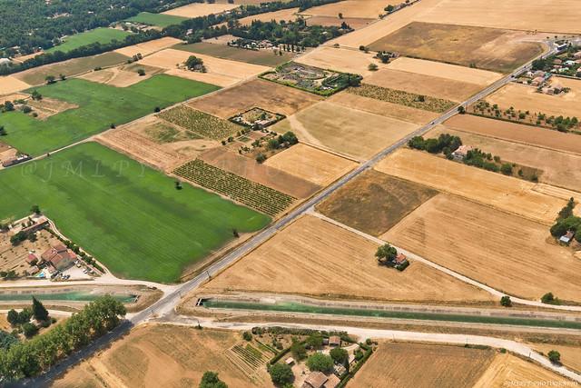 Le canal de Provence et la ville de Signes dans le Var -1L8A4661