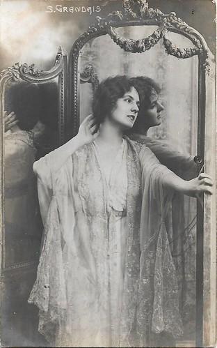 Suzanne Grandais before a mirror