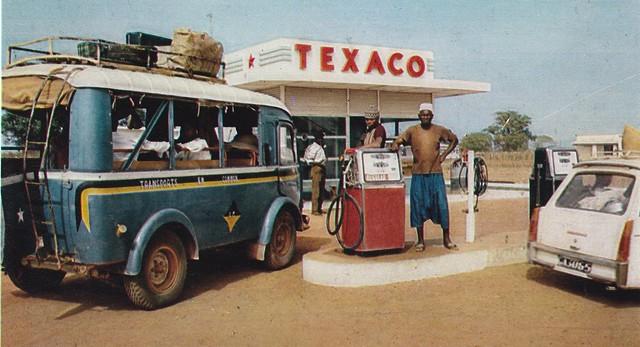Postcard Renault Goélette Station Service au Cameroun Années 70