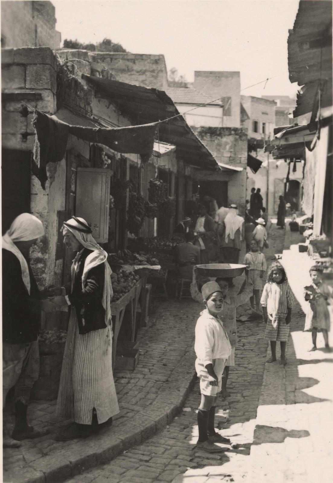 23. Улица в старом Назарете, овощной рынок