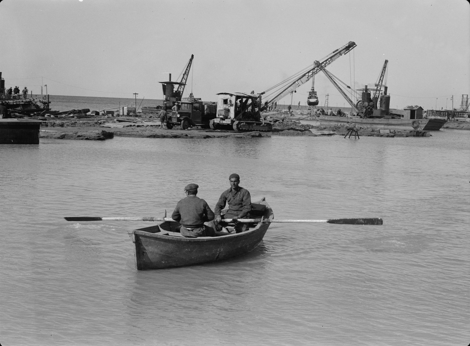 20. Порт в Тель-Авиве, к югу от пристани. Вид на южную дамбу