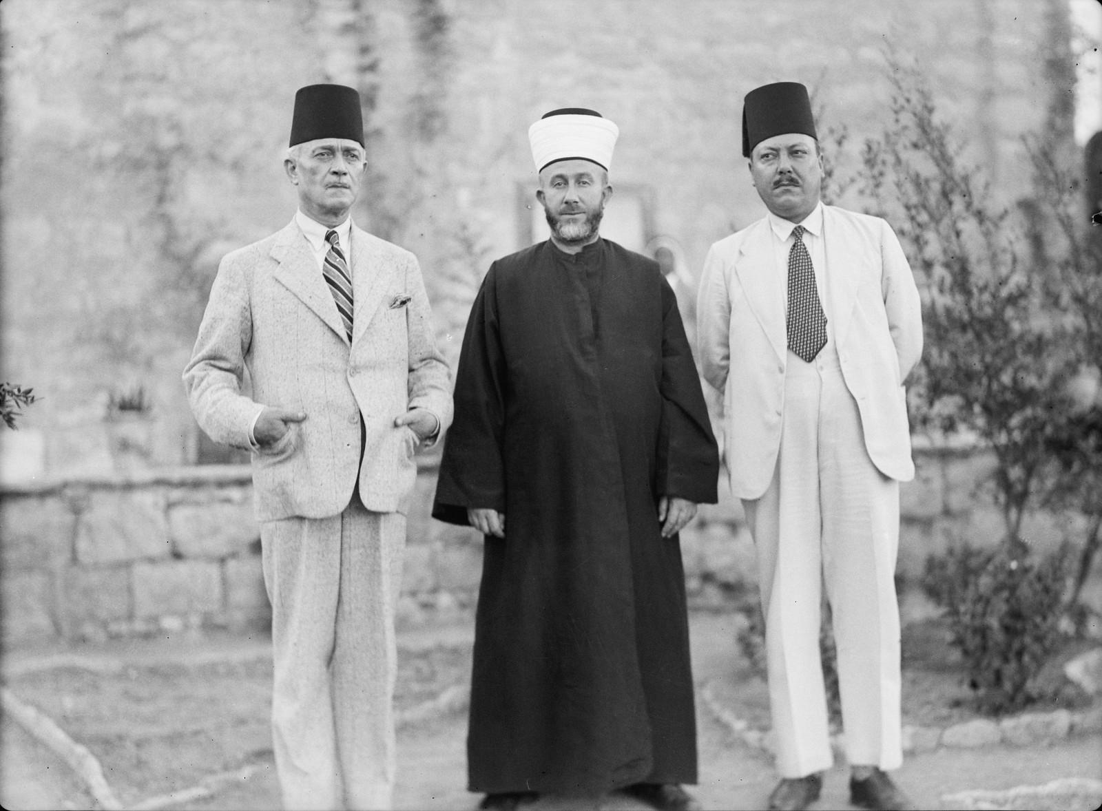 12. Члены Арабского высшего комитета. Слева направо