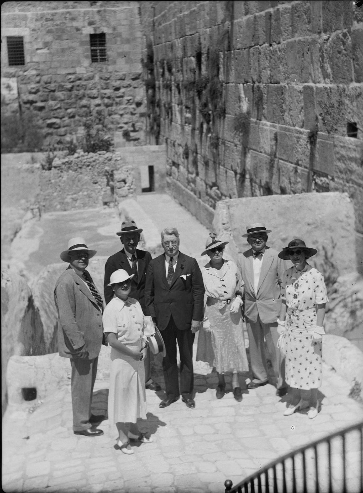 03. Иерусалим. Группа сенаторов у «Западной стены», обычно известной как Стена Плача