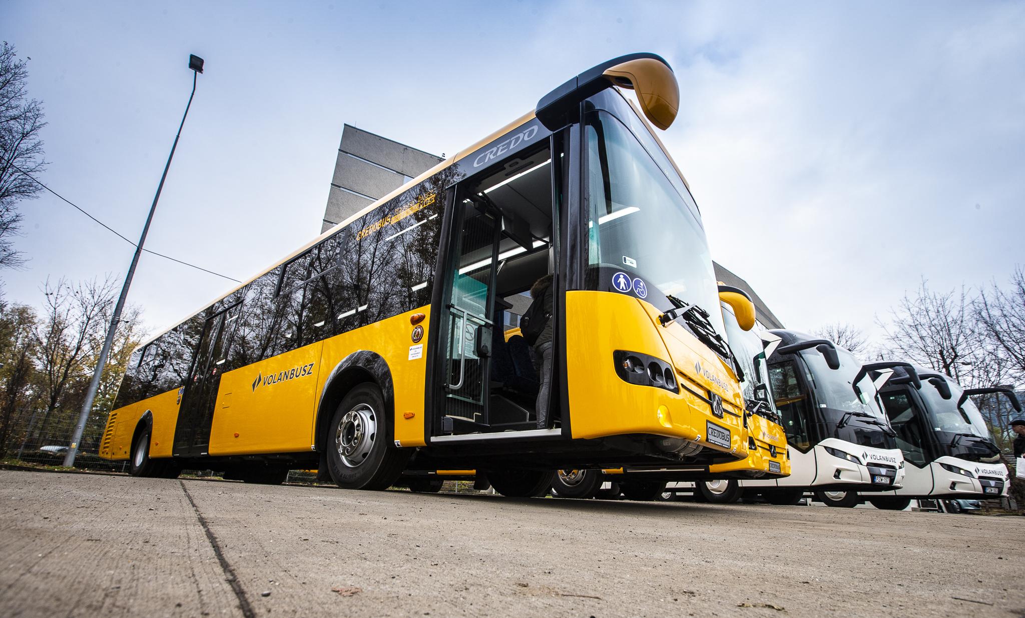 Közös Holdingba vonhatják össze a Volánbuszt és a MÁV-ot