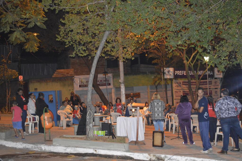 grupo de oração na praça