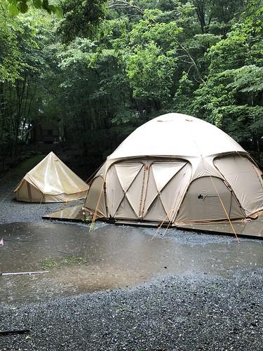 CAMP AKAIKEのグランピングテント