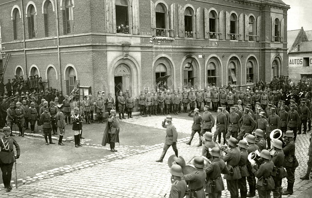 Kaiser Wilhelm II et al, outside the town hall of Marle-sur-Serre