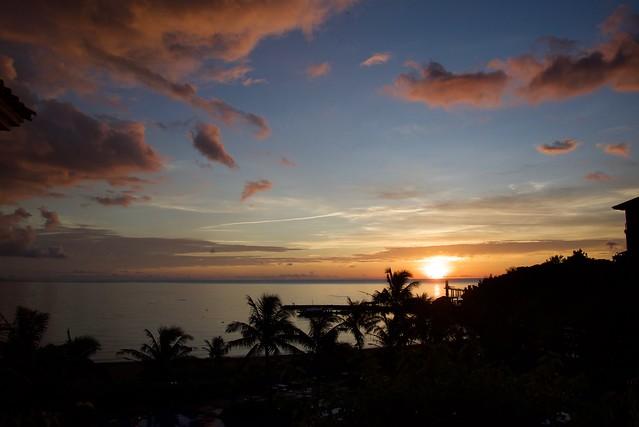 ブセナテラスロビー夕陽
