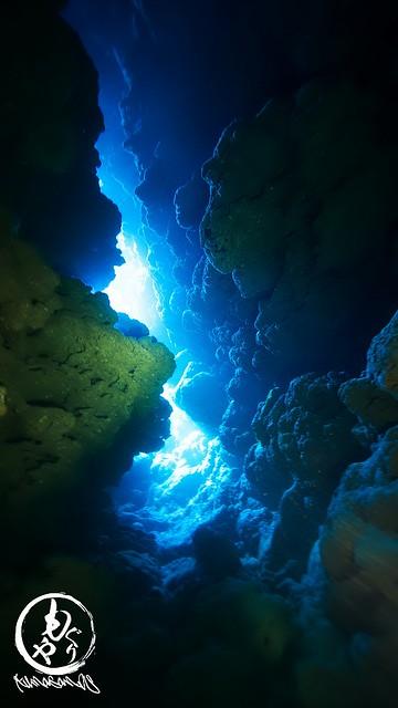 そろそろこの穴にも小魚いっぱいになるはずなんだけどなぁ。でも洞窟探検面白かったです♪