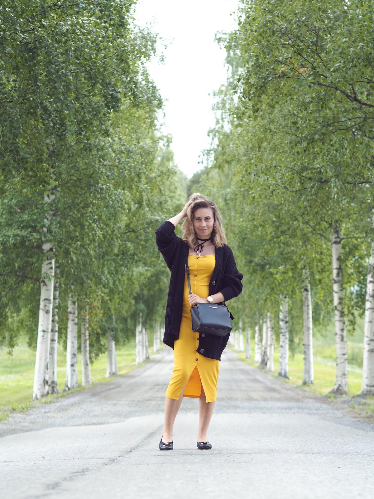 keltainen midi mekko