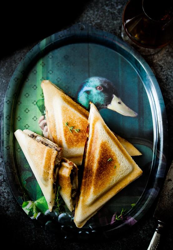 Bikini de Tartufo: truffled cheese and ham toasted sandwich