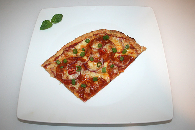 25 - Cauliflower-Pizza - Served / Blumenkohl pizza - Serviert