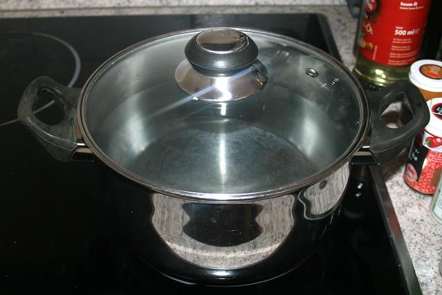 07 - Topf mit Wasser aufsetzen / Bring pot with water to a boil