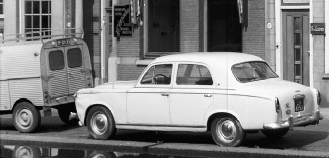 TF-01-33 Citroën AZU [2CV] 1961 ZD-61-53 Peugeot 403 1958