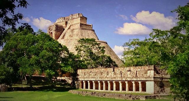 MEXIKO,Yucatán , Uxmal- ehem. Mayastadt ,  Pyramide des Zauberers, 191371/11800
