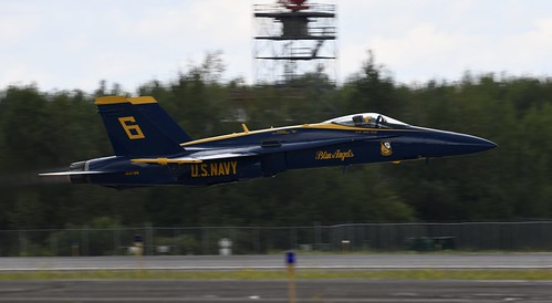 US NAVY F/A 18 HORNET Low and Fast @ 2019 Duluth Mn (DLH) 2019 Air Show