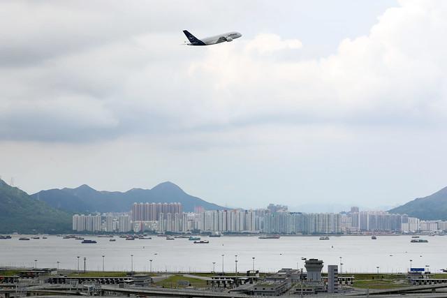 Lufthansa A380-800 D-AIMD departing HKG/VHHH
