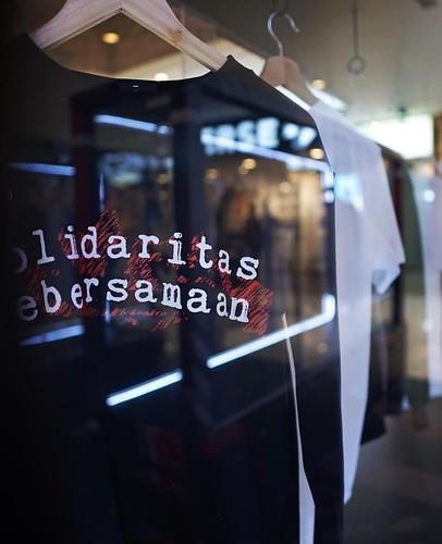 17/08 Campaign by Blvckeditions. Adinia Wirasti membantu solidaritasKEBERSAMAAN dalam salah satu design dan dari sebagian hasil penjualan disalurkan utk program TunasCendekia.org