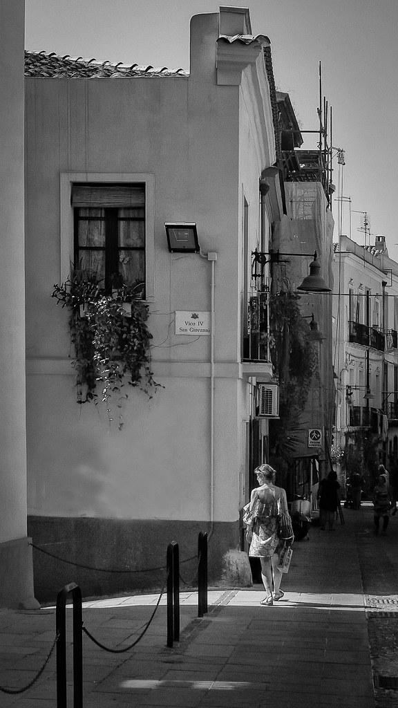 Dans la Via San Giovanni à Cagliari... 48401569156_d59573ff83_b