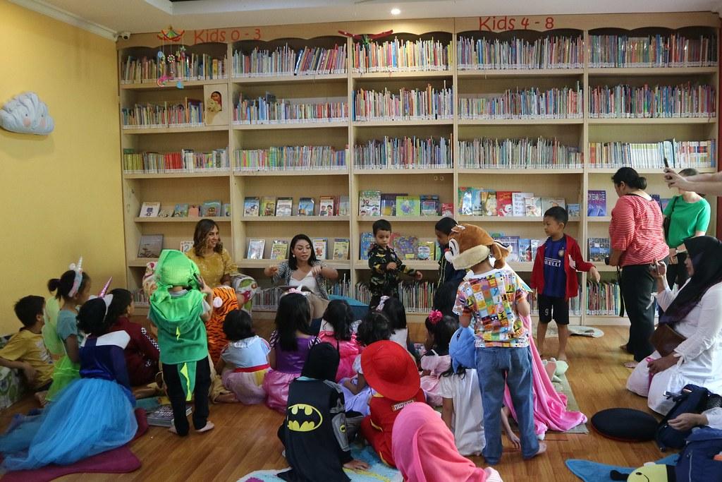 Penyair dan Pengarang Cerita Anak Penduduk Asli Australia Kunjungi Indonesia