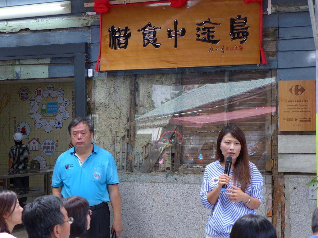 左起為台北市臻佶祥社會服務協會理事長方荷生、家樂福文教基金會執行長蘇小真。孫文臨攝