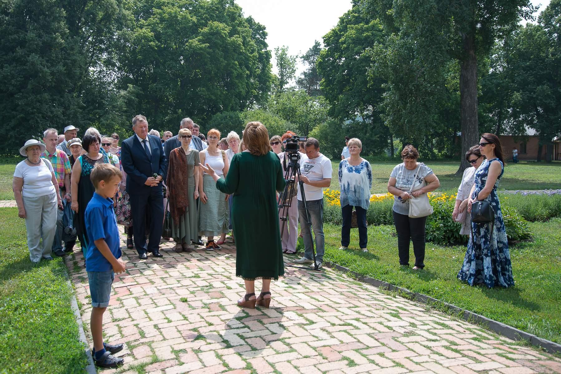 Митинг у памятника поэта. День памяти М.Ю. Лермонтова 27 июля 2019 года в музее «Тарханы»