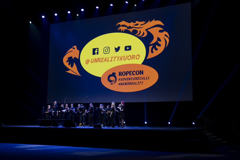 Unreality Kuoro performing at RopeCon