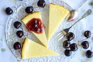 Lemon cheesecake with cherry sauce