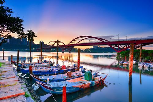 taiwan newtaipeicity bali guandubridge sunrise lighting harbor boat dahanriver 台灣 新北市 八里區 關渡橋 晨曦 霞光 淡水河 rays
