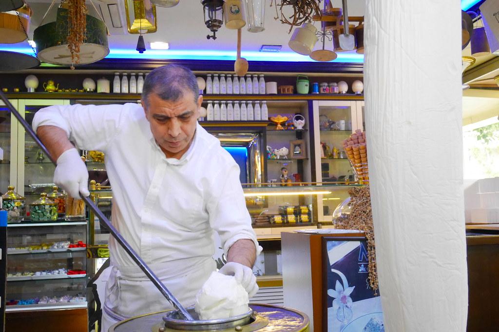 制作土耳其冰淇淋_亚夏蛋糕店Yaşar Pastanesi