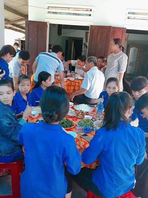 Đoàn xã Tam Đại tổ chức bữa cơm nghĩa tình