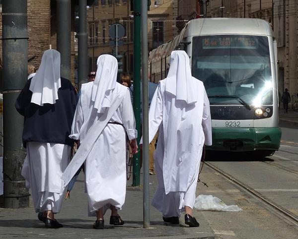 trois nonnes