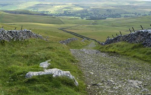 landscape yorkshire yorkshiredales wharfedale kilnsey conistone mastileslane droversroad drystonewalls