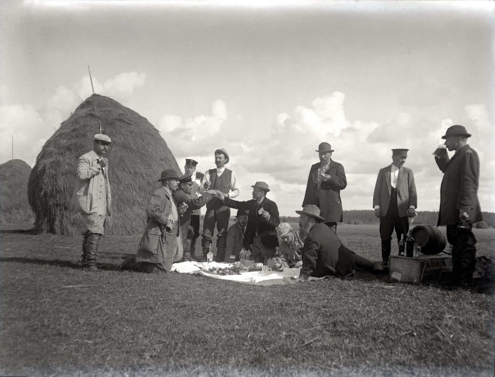 13. 1897. Пикник во время полевых испытаний собак. Химкинская станция