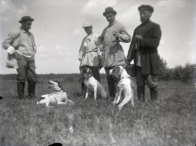 08. 1897. Заводчики собак и егеря. Химкинская станция